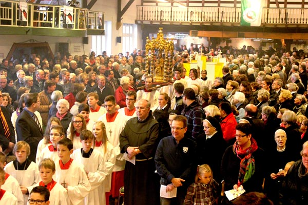 Gründungsfeier der Grosspfarrei in der Westönner Schützenhalle (Foto: Anzeiger)