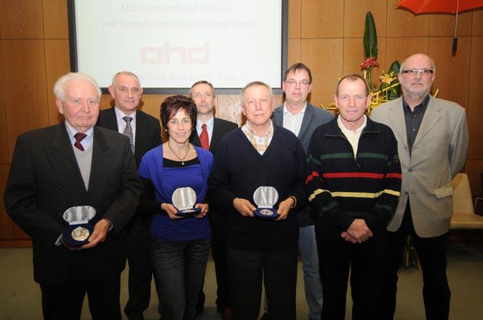 Der eine für die Fußballjugend, der andere für den Kegelsport. Bei den diesjährigen Sportlerehrungen der Stadt Werl werden Frank Becker und Hans Nierling geehrt.