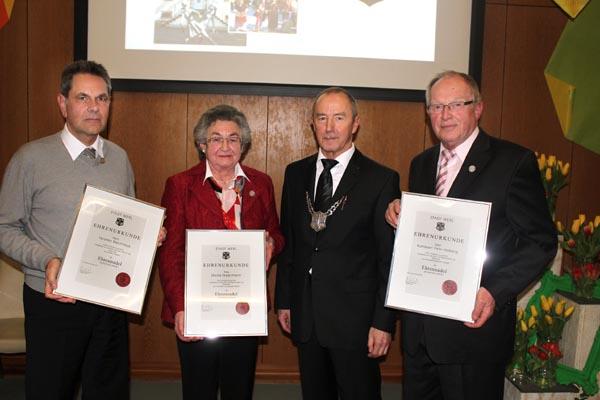 Mia Meermann erhält die Ehrennadel der Stadt Werl