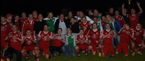 Westönnens Erste erstmals Sieger im Kreispokal (Bild lag uns nur in dieser Qualität vor)