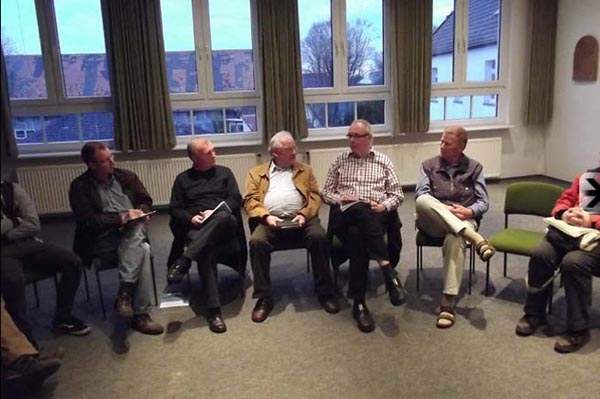 Das Redaktionsteam der Westönner Chronik nimmt seine Arbeit auf