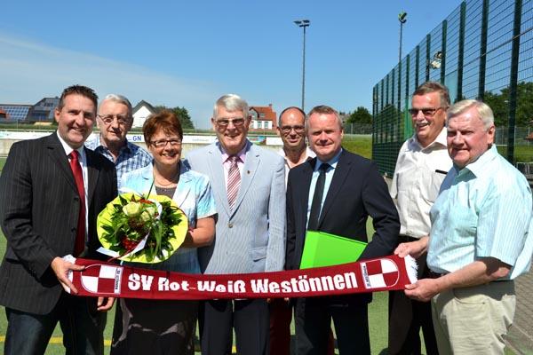 Ehrung für Clemens Weber für 37 Jahre Geschäftsführertätigkeit für RWW (Foto: Anzeiger)