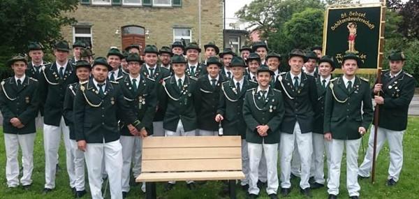 Avantgarde spendet Sitzbänke für die Paradewiese
