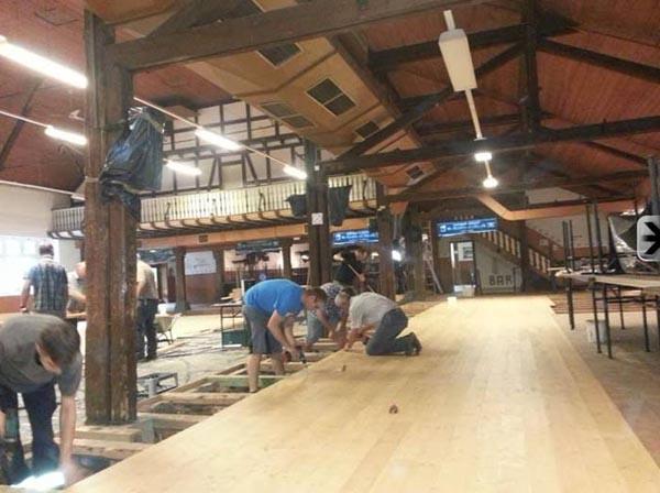 Auch der große Teil der Schützenhalle bekommt einen neuen Boden
