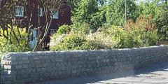 Neugestaltete Mauer der Familie Tolles