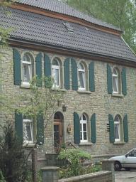 Haus Schütz aus Grünsandstein