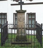 Denkmal und Totenkeller der Familie von Papen-Lohe.