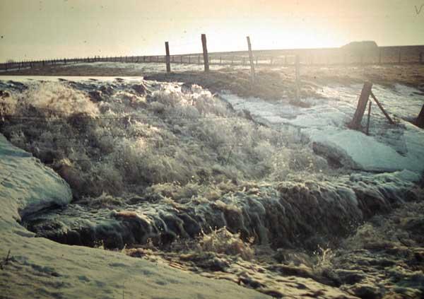Überlauf an dem Staudamm