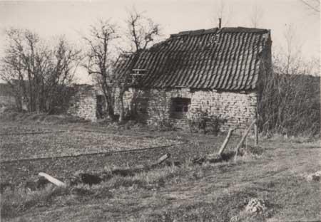 """Die """"Arche"""", der Rest einer alten Rübenkrautfabrik, aufgenommen in den dreißiger Jahren."""