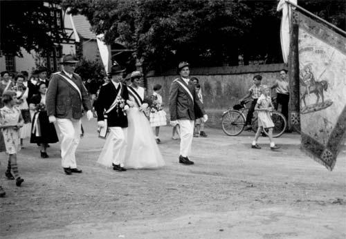 Das Königspaar mit den Adjutanten