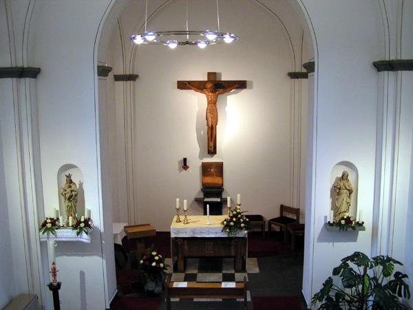 Der Altarraum im innern der Kapelle