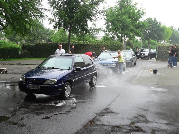 Zahlreiche Hände garantierten saubere Autos