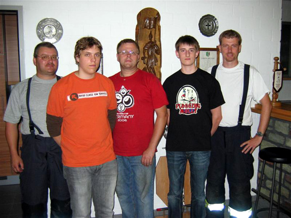 Im Bild von links nach rechts: Löschgruppenführer Stefan Fritze, Cedric Rohrer, Jörg Reinhold, Florian Weber, stellvertr. Löschgruppenführer Axel Horlbeck