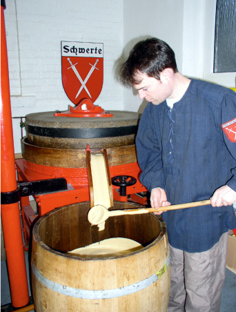 Senfherstellung per Hand