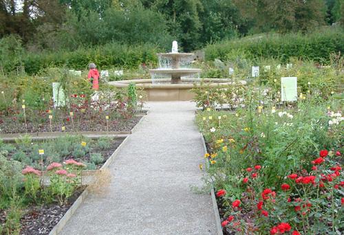 Blick in den gepflegten Klostergarten