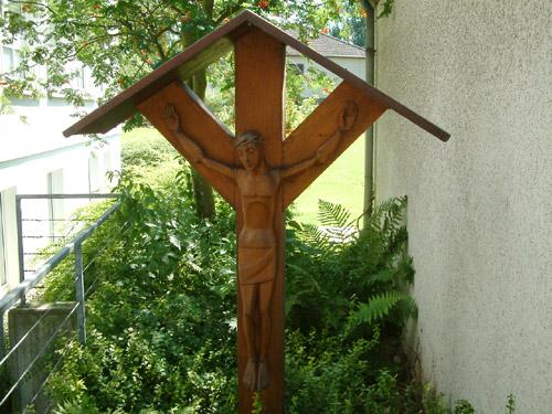 Das renovierte alte Kreuz