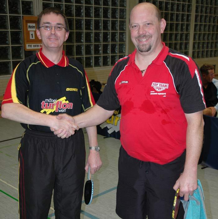 Werner Rest, Werl II, li., verlor nach einem sehr spannenden Spiel knapp gegen den Westönner Leo Notz.