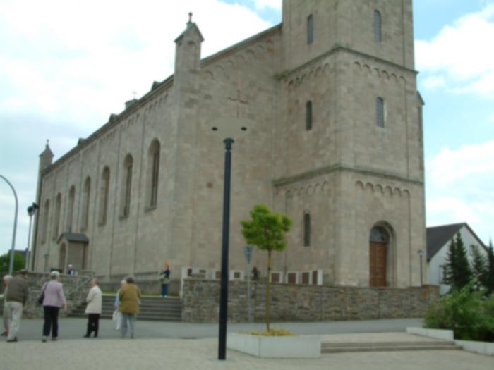 """Die gewaltige Kirche """"St. Peter und Paul"""""""