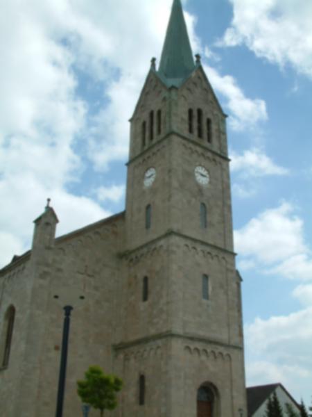 Der 63 Meter hohe Kirchturm