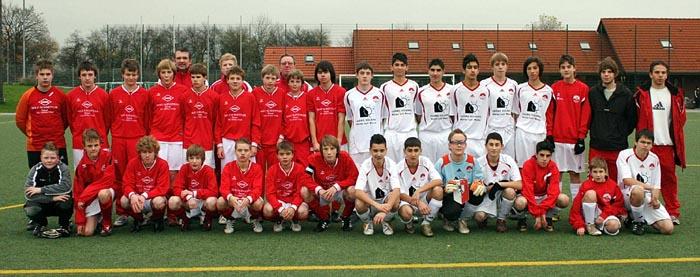 Die U15 von Westönnen (links) - Foto: Soester Anzeiger