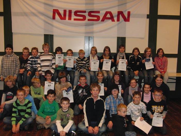 Alle Teilnehmer bei den Kindern