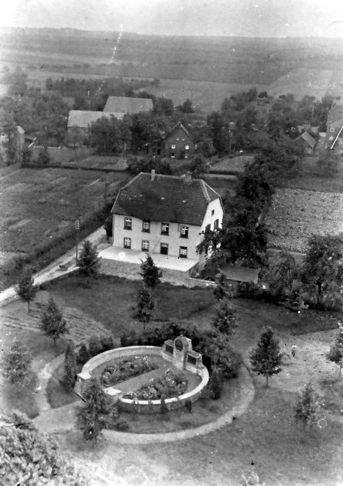 Das Ehrenmal kurz nach dem Bau 1921.