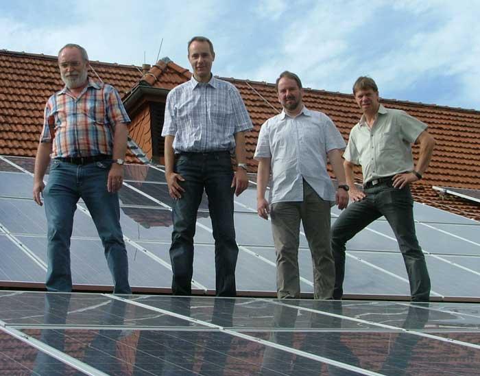 Eine Fotovoltaikanlage auf dem Dach der Schützenhalle