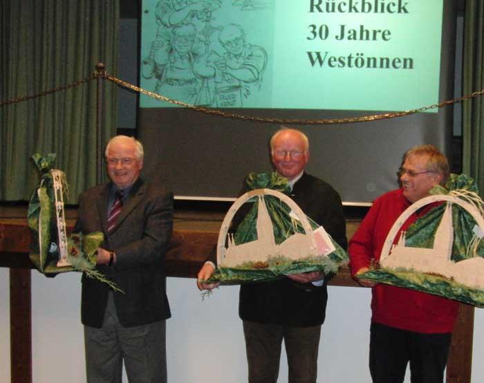 Über 30 Jahre für Westönnen aktiv: Dankeschön an Rudi Kliemt, Willi Sasse und Willi Topp
