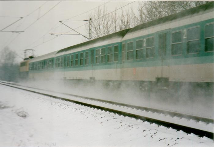 Der Schnee stäubt