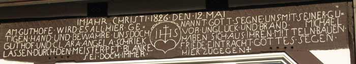 Bild 2: Balkeninschrift von 1826 des ehemaligen Hofes Guthoff