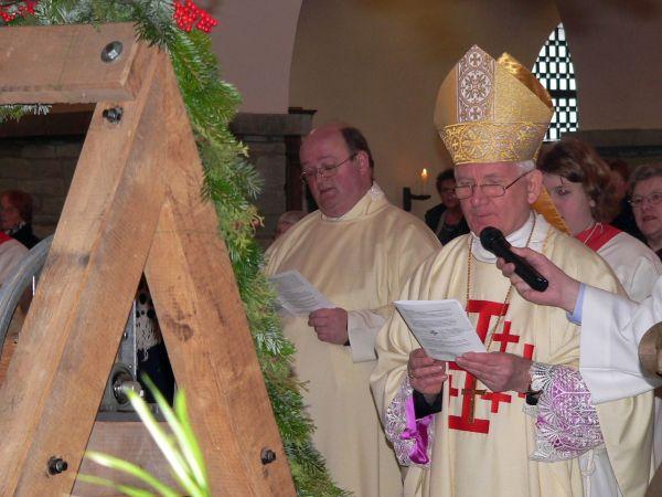 3-Kurienbischof Clemens bei der Glockenweihe