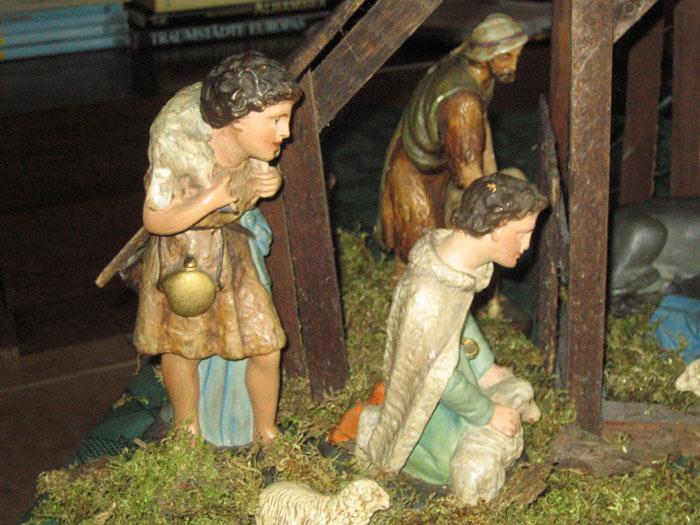 Krippe der Famili heute, Figuren von P.Topp bemalt