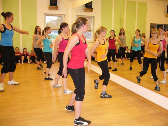 Modern-Dance-Gruppe Teens (Leitung Steffi Feldmann)