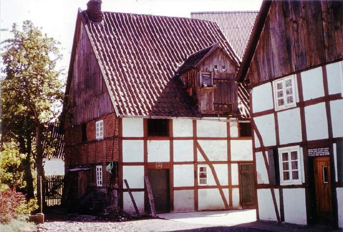 Haus und Nebengebäude