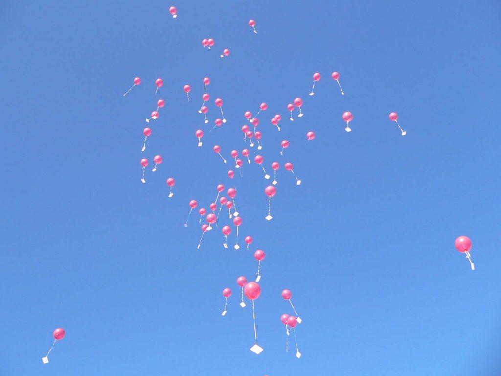 Die Kinder ließen die Geburtstagswünsche in die Luft.