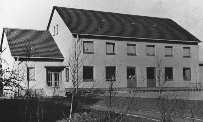 Am Festtag der Pfarrpatronin, der Heiligen Cäcilia, dem 22. November 1963, wurde dieses neue Gebäude von Generalvikar  Dr. Josef Droste, vormals, von 1949 bis 1955, Vikar an St. Cäcilia Westönnen, eingeweiht.