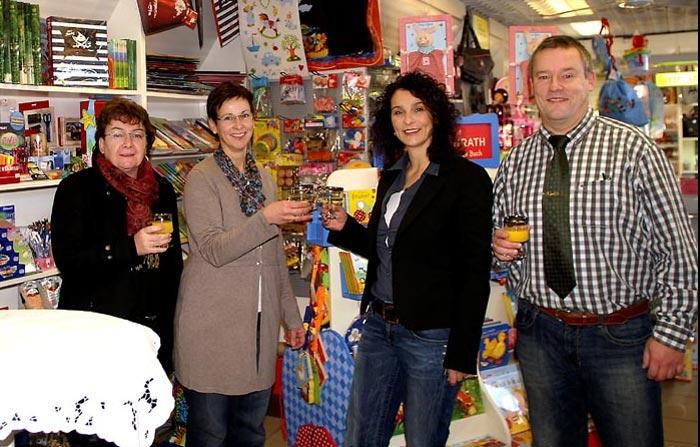 """Ein Wechsel in der """"Postfiliale"""" - Doro Grae-Hennemann übernimmt von Claudia Stöckle-Becker"""
