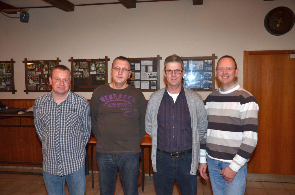 Die Jubilare Markus Keweloh, Markus Schleep, der dienstälteste Sternsinger Dirk Könler, und Burkhard Völkel. Es fehlt Sivlia Heimann.