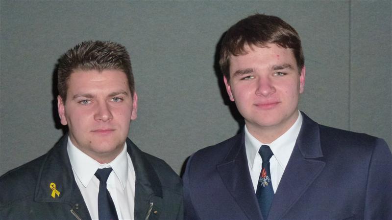 Die Brüder Hans und Erwin Funk, Hans wurde zum Unterbrandmeister und Erwin zum Feuerwehrmann befördert.