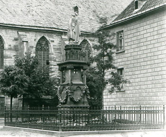 ehemaliges Denkmal auf dem VHS Platz Werl