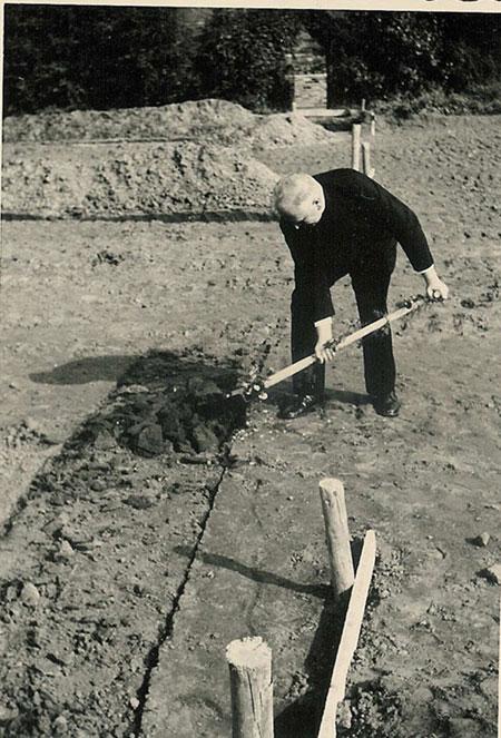 Pfarrer Paul Witte (bei der Arbeit)