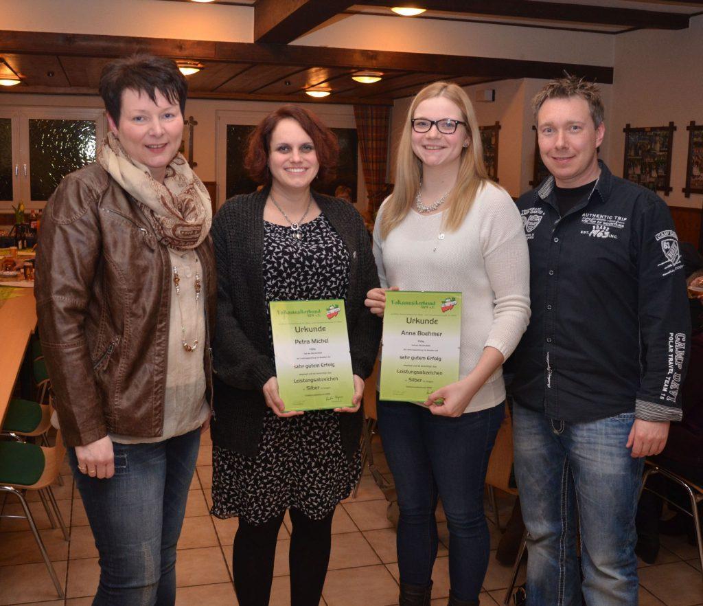 Gratulation zur bestandenen D2-Prüfung: v.li. E.Risse, Dr. Petra Michel, Anna Boehmer, 2. Vorsitzender Stephan Schriek