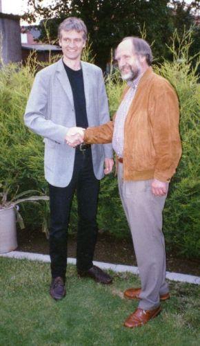 Im Bild li. Michael Busch, überimmt von Alfons Senft, re, den Dirigentenstab.