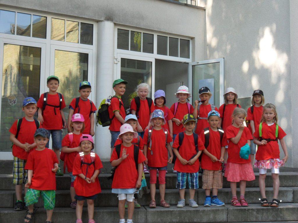 Die Abschlusskinder des Cäcilia-Kindergartens kurz vor der Abfahrt zum Maxi-Park.