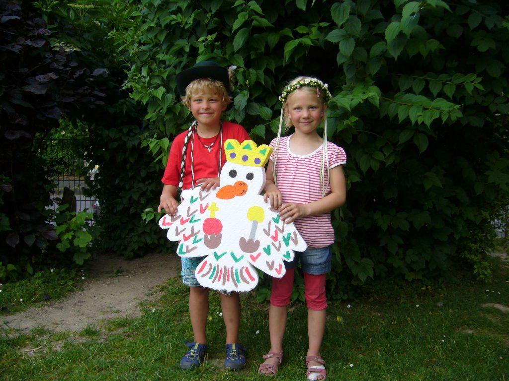 Das Kinderkönigspaar Julian Risse und Inga Radke.