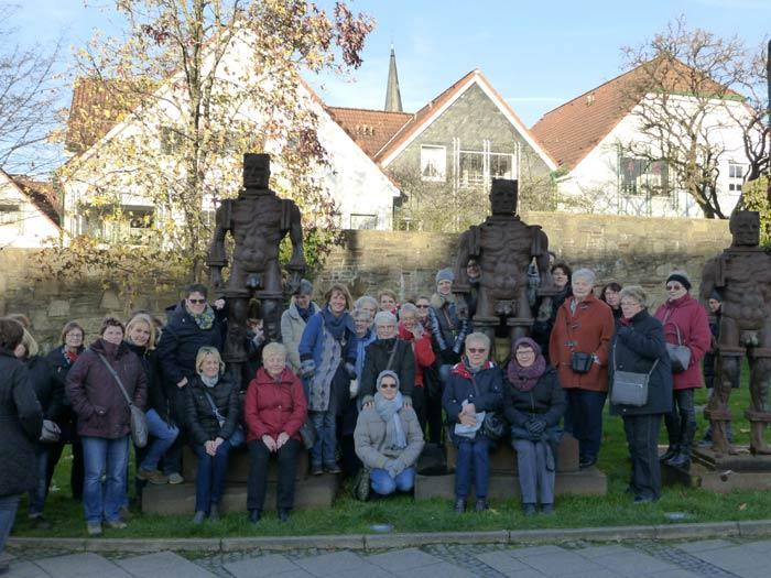 3 stattliche Männer -als Erinnerung an die Henrichshütte (ehemaliges Hüttenwerk) und viele gutgelaunte Frauen aus Westönnen