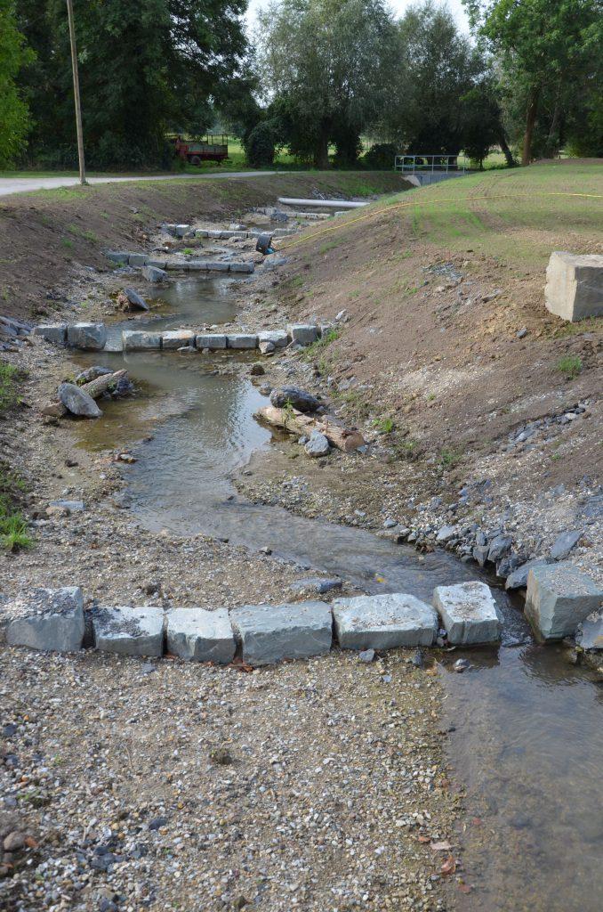 Ein Teilstück der neuen Fischtreppe kurz nach der Fertigstellung in Naturnaher Bauweise