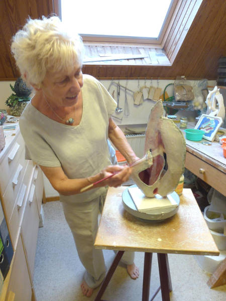 Gisela Pommerenke in ihrem Atelier