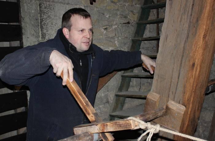 Bedienung von der Bauern- und Feuerglocke über die rekonstruierten Läutehebel