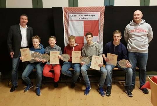 v.l.n.r. Sören Rullich, Jústus Kohlmann, Bastian Lülf (alle für 7 Jahre), Florian Becker (12 Jahre) und Jonas Konrad (7 Jahre)